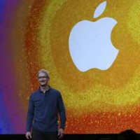 Apple Launches the Goldilocks Tablet